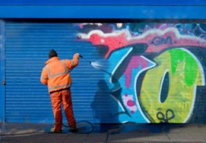 Easy to clean anti graffiti coating